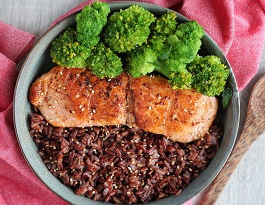 Bông cải gạo lứt thịt gà