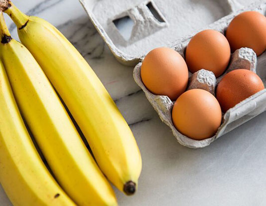 Sữa ngô, trứng luộc, quả chuối