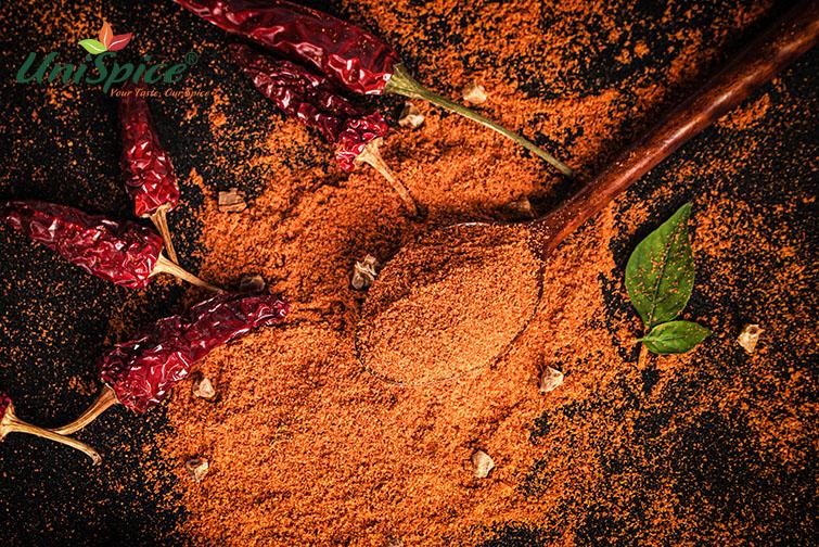Bột ớt dạng bột, cay thơm, màu đỏ cam đến đỏ