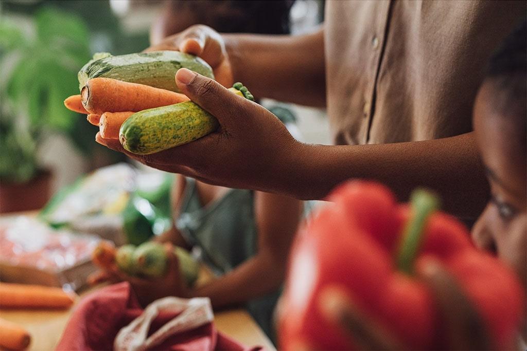 Cho trẻ làm quen với rau củ