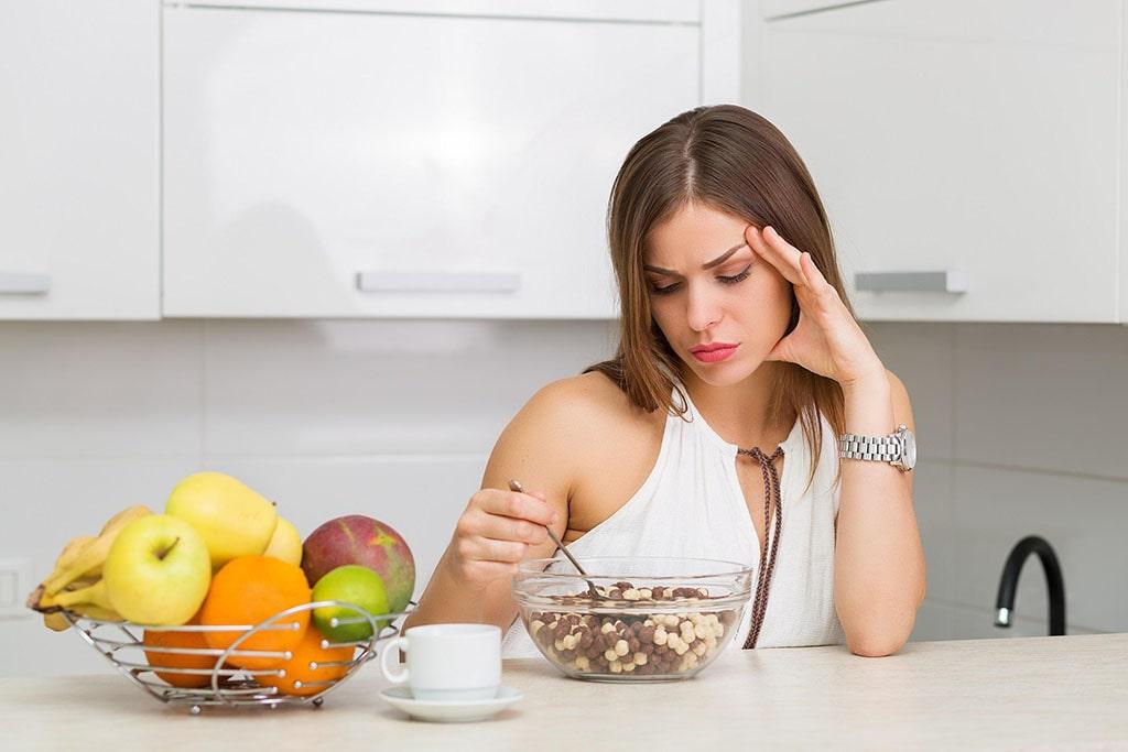 Ăn uống không đúng giờ thường xuyên bỏ bữa